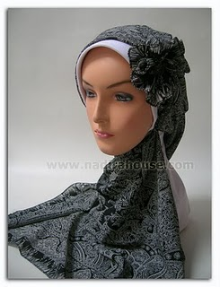 Kreasi Jilbab Segi Empat